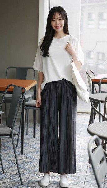 svarta palazzo byxor vit oversized t-shirt