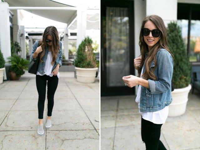 blå jeansjacka med vit blus och svarta skinny jeans