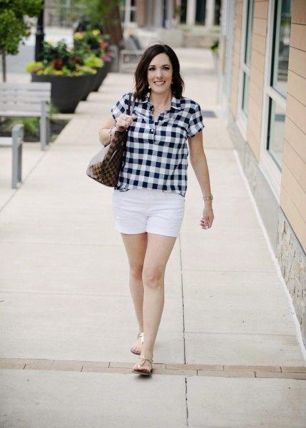svart och vit rutig skjorta med mini casual shorts