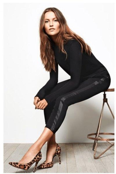 svart, figurkramande långärmad tröja med shorts och ormtryckta klackar