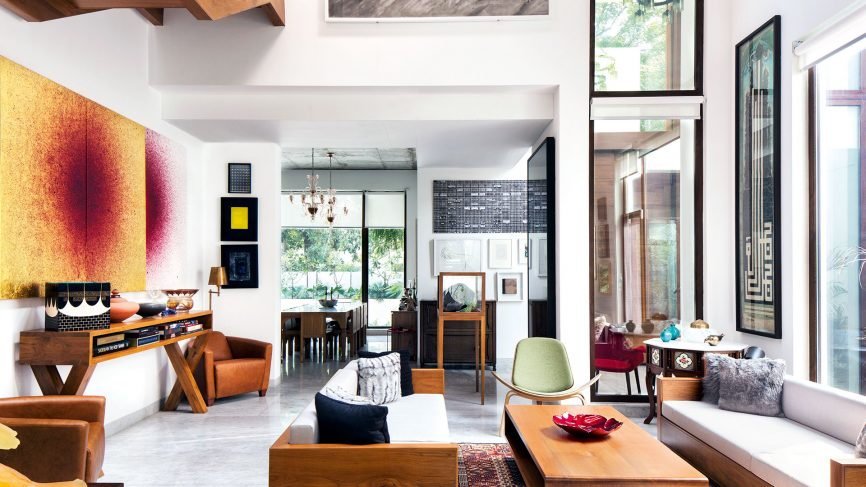 Gå in i det minimalistiska ljusfyllda hemmet för konstnärer Imran.