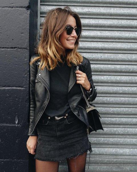 svart denim kjol med tröja och läderjacka