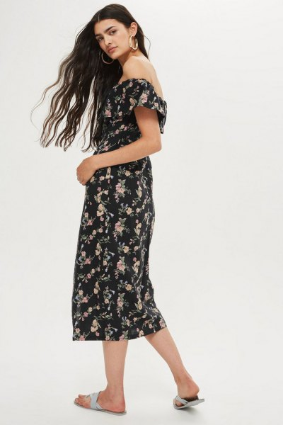 Midi bardot klänning med blommigt tryck i svart och vitt