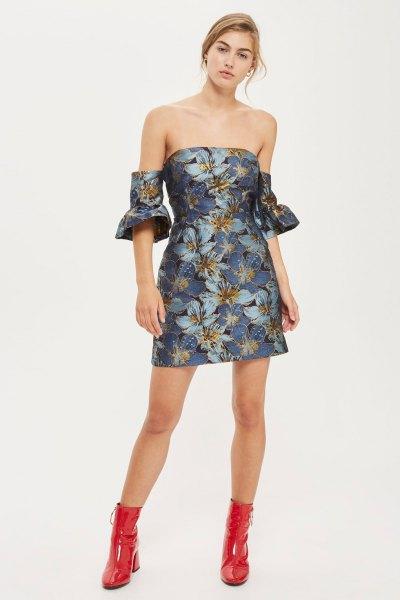 lila bardot miniklänning med blommönster