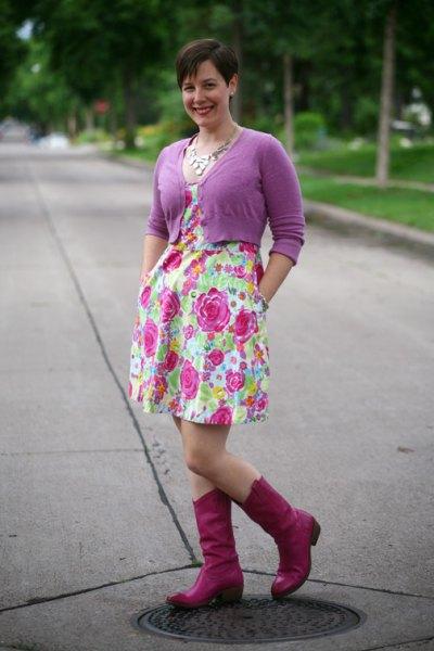 rosa kort kofta med blommönstrad sväng miniklänning