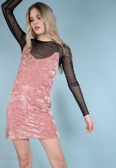 rosa sammet slip klänning över svart mesh topp