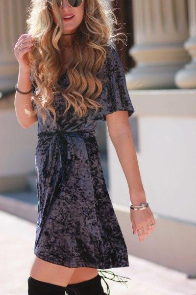 svart bälte mini skater sammet klänning lår höga stövlar