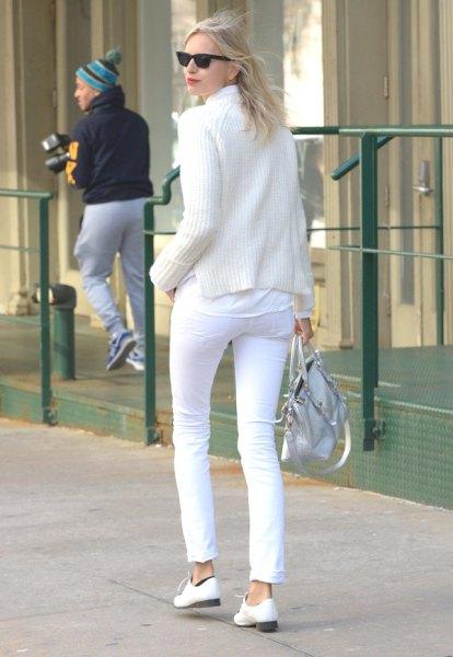 vit skjorta stickad tröja byxor