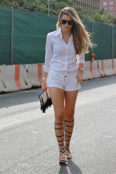 vita skjorta-jeansshorts med knappar