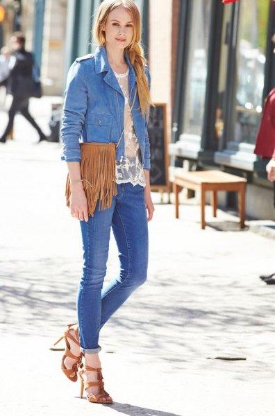 blå jeansjacka med mocka plånbok med kamel fransar
