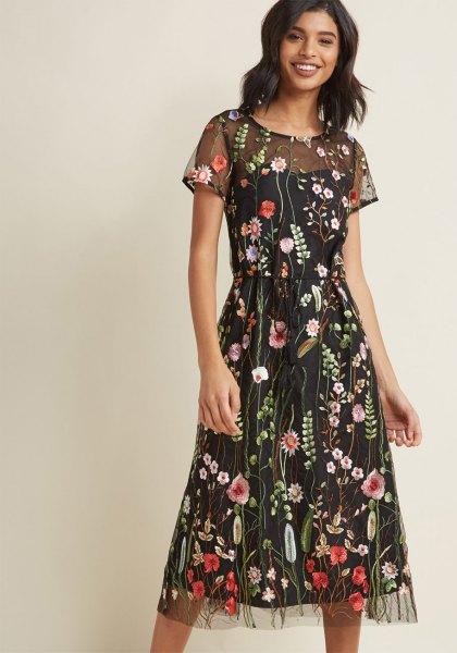 svart, två lager, halvtransparent, blommig utsvängd miniklänning