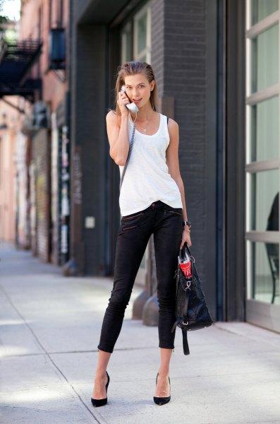 vit lång linne med svarta skinny jeans och ballerinor