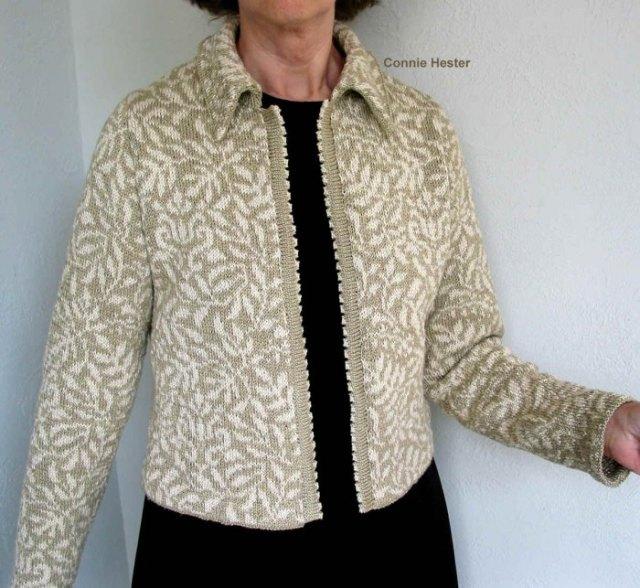 grå och vit kofta med svart skiftklänning