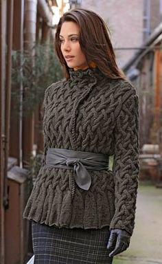 grå kabelstickad omslagsjacka med rutad pennkjol