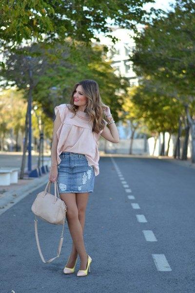 Blushing rosa chiffongblus med kepsärmar och minikjol