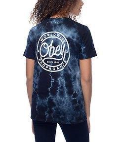 svart grafisk slipsfärgad t-shirt med mörka skinny jeans