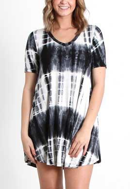 kortärmad svarta och vita batik gunga miniklänning