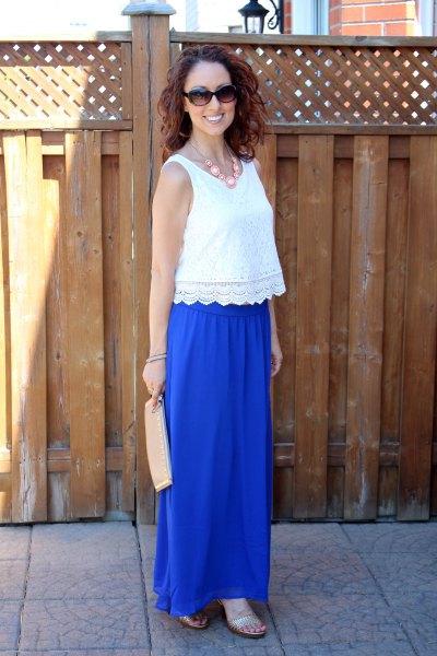 Spetsvästar med kantad fåll och blå kjol