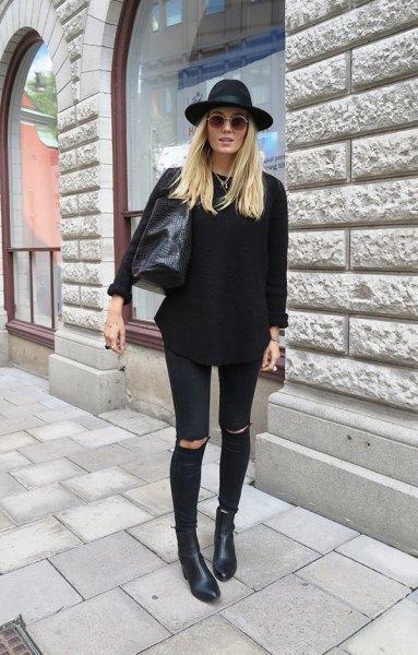 svart, tjock tröja med trasiga jeans och filthatt