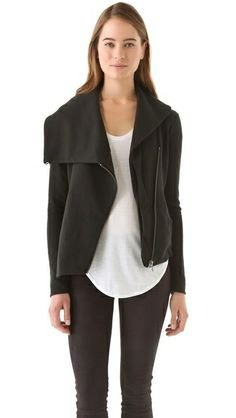 asymmetrisk jacka vit topp svart skinny jeans