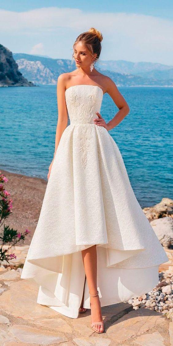 högklänning med hög spets och bröllop