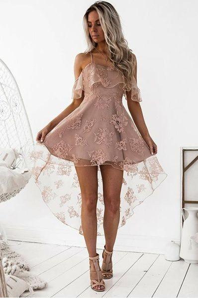 Klänning med hög låg spets och delikat rosa