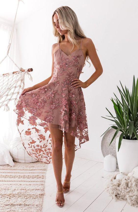 hög låg spets klänning mjuk rosa broderi