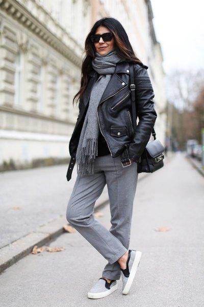 grå kashmir halsduk svart läderjacka