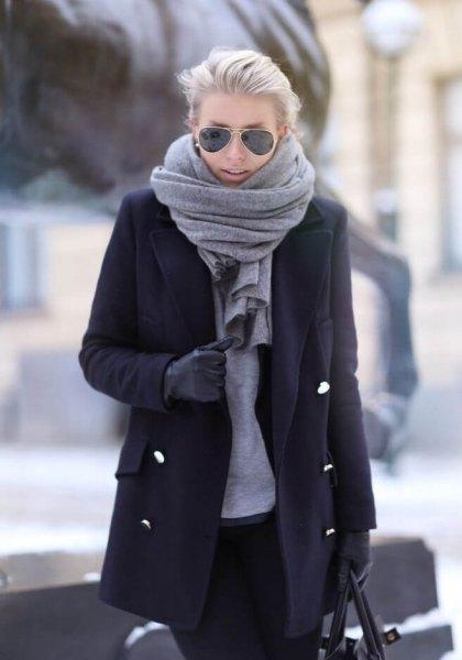 svart lång ull kostar grå halsduk
