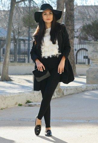 Floppy svart hatt med ullrock och fuskpälsblus