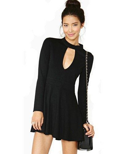 svart nyckelhålsskridsklänning med chokerringning