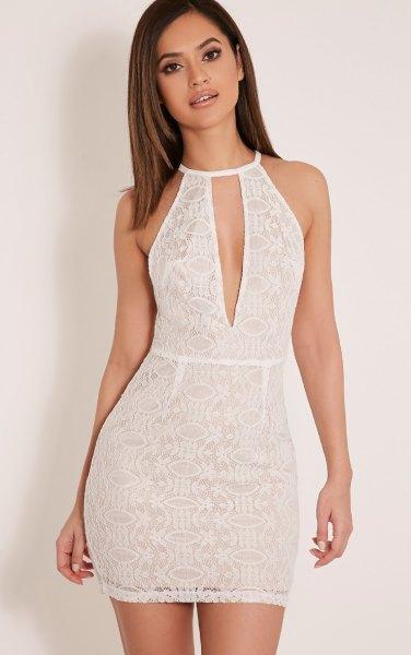 vit halterneck nyckelhål, figur-kramande spets klänning