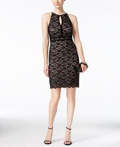 svart ärmlös spetsklänning