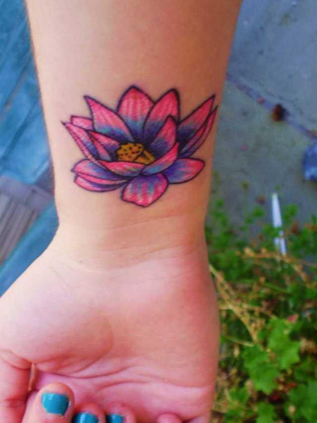 Handleden Hawaii blomma tatuering