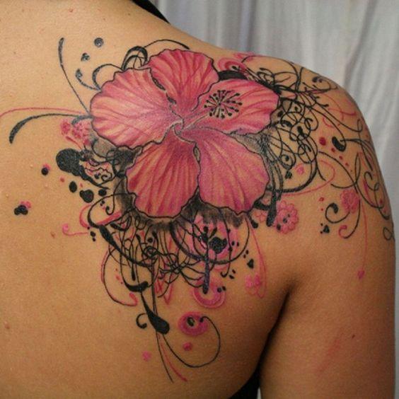 Hawaii blommatatuering på övre rygg