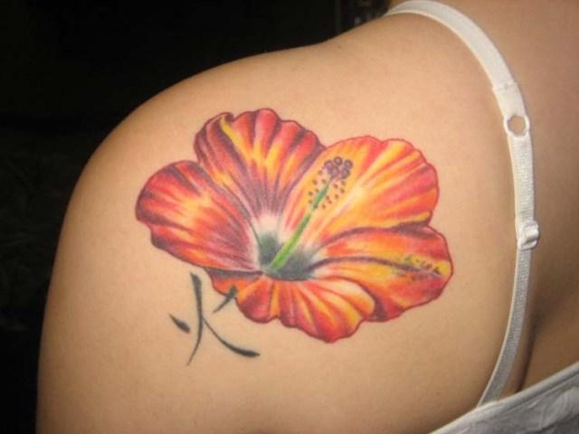 gul hawaiisk blommatatuering