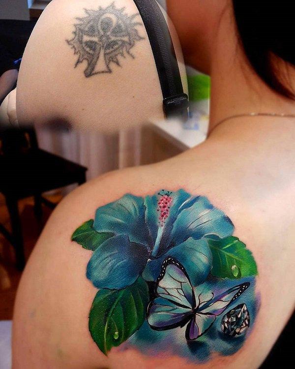 hawaiiansk blomma tatuering täcka upp