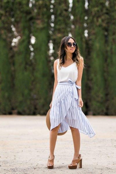 blå och vit randig rufsig kjol