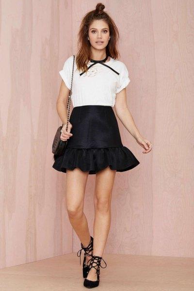 vit t-shirt svart volang minikjol