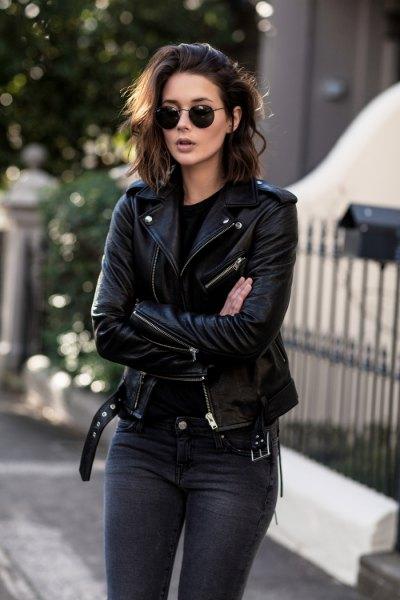 Motojacka med mörkblå skinny jeans
