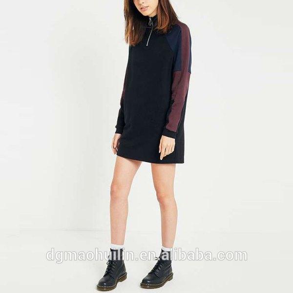 svart hoodie klänning med stridsstövlar