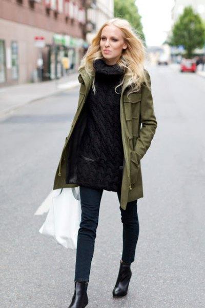 grön parkajacka helt svart outfit