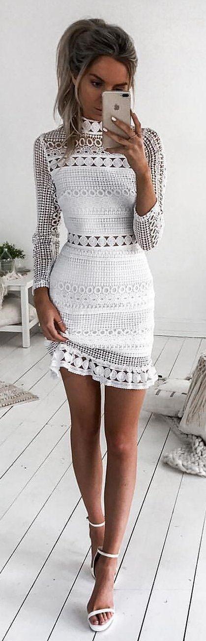 virkad vit turtleneck-klänning
