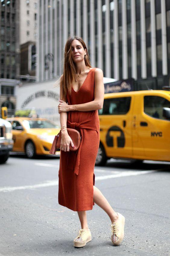 Stickad tröja klänning tegel