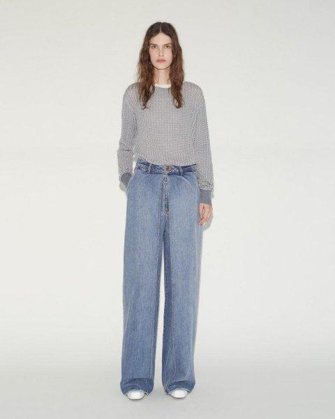 grå ribbstickad tröja med ljusblå veckade vida jeans