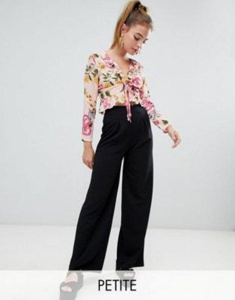 rodnad rosa knuten chiffongblus med svarta jeans