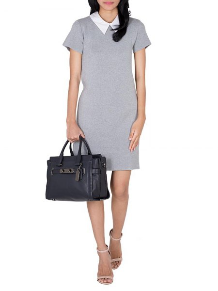 grå skiftklänning med vit krage