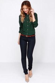 Skjorta med knappar och svarta jeans med avsmalnande ben