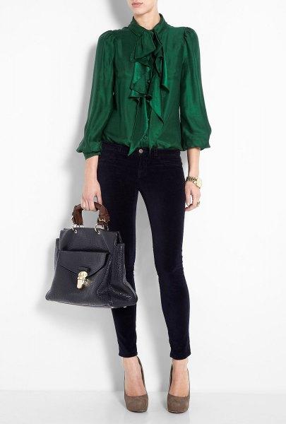 grön rufsig rosettblus med svarta skinny jeans