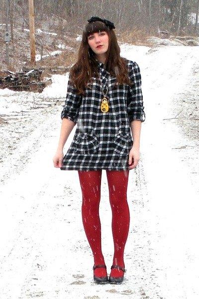 bär med röda leggings